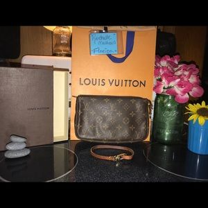 Beautiful Vin. Louis Vuitton Pouchette Crossbody